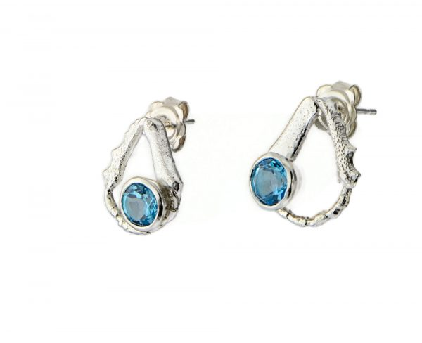Magnolia Retrepo 'Origins stud earrings with gem'